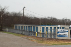 Storage building with units of varying sizes