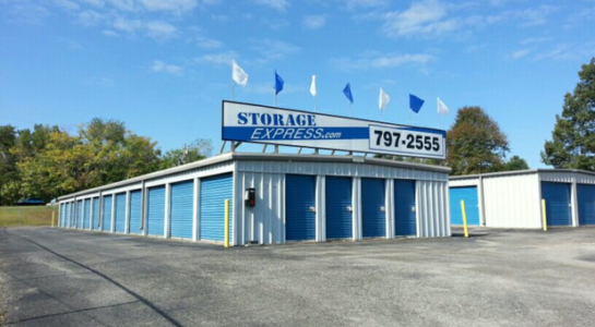 Storage building with varying unit sizes