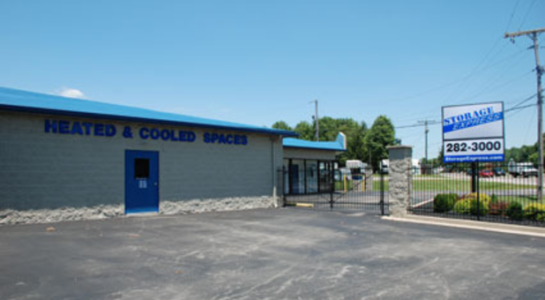 Storage building with heated and cooled units