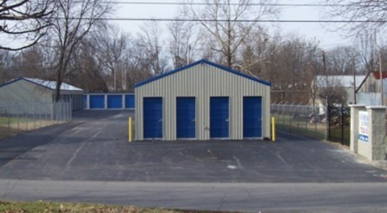Outdoor storage unit building